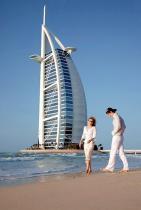 1. Гостиница «Арабская башня» (The Burj Arab), открытая в 2000 г., стала первым архитектурным объектом, вызвавшим интерес к Дубаю, а впоследствии – своеобразным символом Дубая и всех Арабских Эмиратов