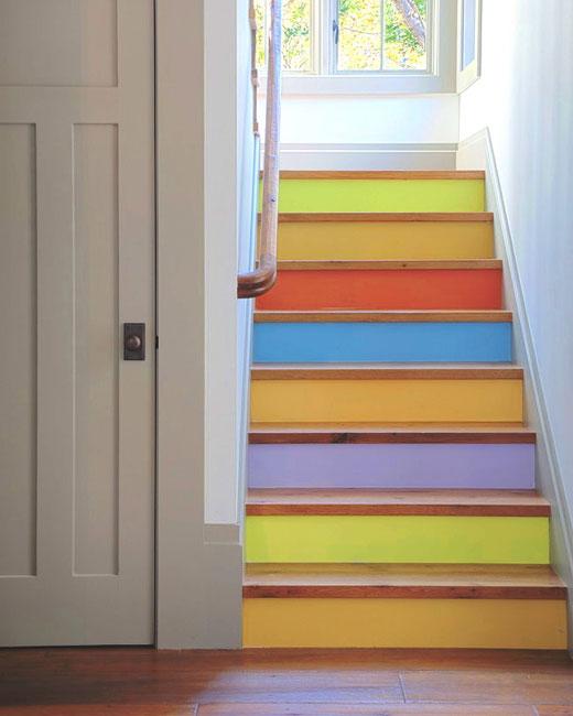 покраска лестницы из дерева