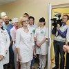 Константин Сумар во время посещения больницы